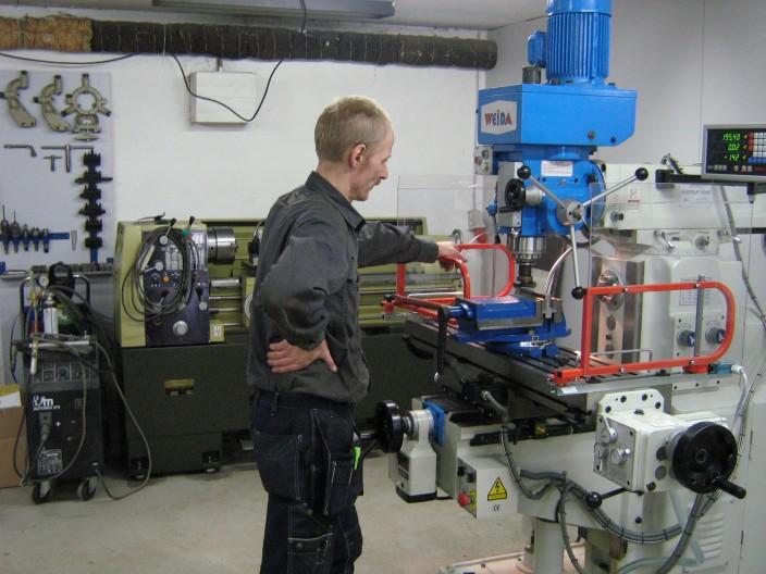 Sie suchen einen Partner, der Zulieferer Arbeit helfen können, so haben wir unsere eigene Werkstatt, wo wir Prototypen produzieren und produzieren können, was Sie brauchen.